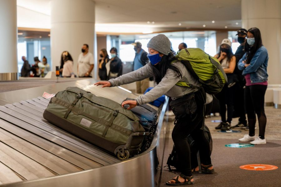 A passenger from a Southwest flight from Las Vegas grabs their bag from the baggage claim at SFO on April 2. (Jun Ueda / Golden Gate Xpress)