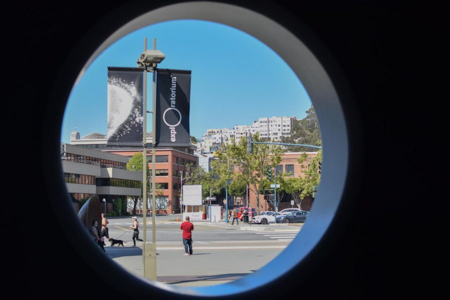 As museums throughout the city reopen, the Exploratorium remains closed until further notice. The interactive exhibits pose higher risks of exposure to the COVID-19 virus. The museum on Pier 15 continues to give guests and members a hands-on experience with at-home activities. (Leila Figueroa / Golden Gate Xpress)