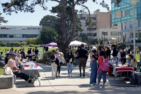 Student clubs set up table on the Quad for in-person consulting with students. (Sabita Shrestha/ Golden Gate Xpress)