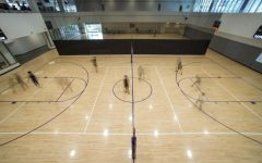 Students play volleyball inside the Mashouf Wellness Center at SF State on Sep. 14, 2021. (Nicolas Cholula/Golden Gate Xpress)