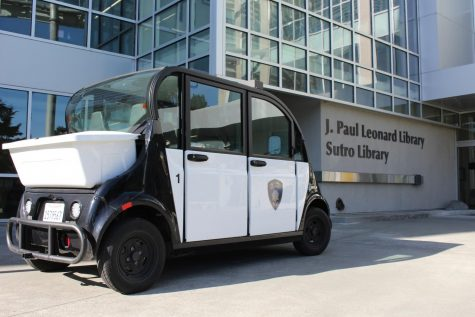 A CSU police car waits outside the J. Paul Leonard Library, Sept. 28, 2021. Last night, UPD became aware of a non-specific threat of armed violence on campus, which was posted on social media and has since been deleted. (Paris Galarza / Golden Gate Xpress)