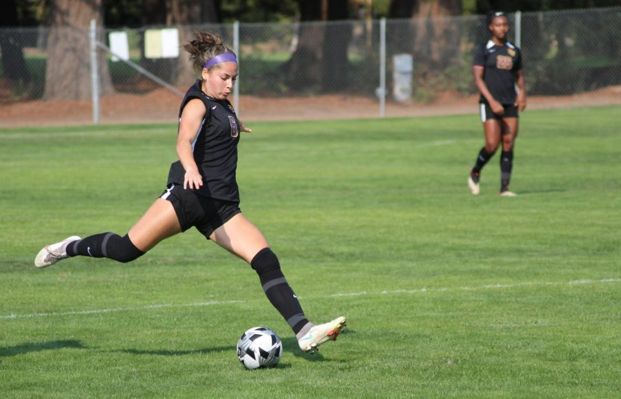 SF State's second-year defender AJ Tanner (6) extends her leg back to drive a long pass up the field in the Gators' 3-1 loss to Sonoma State Saturday, September 25, 2021, in Rohnert Park. (Albert Gregory / Golden Gate Xpress)