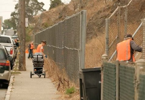 Volunteers pickup trash along Innes Avenue in the Bayview District on Sept. 25, 2021, during the Bayview-Hunters Point Beautification Day. (Cameron Lee/Golden Gate Xpress)