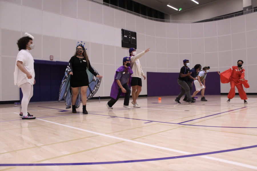 Team MWC gets ready for the final round of dodgeball on Oct. 21, 2021. Team MWC won the first round of dodgeball and looks to seal the deal in the final round. (Paris Galarza / Golden Gate Xpress)